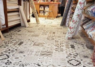 Instalación de alfombra vinílica (17)
