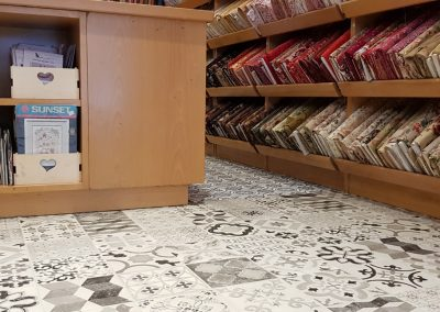 Instalación de alfombra vinílica (23)