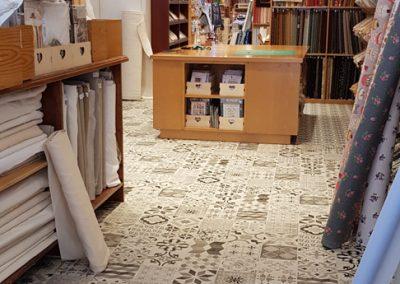 Instalación de alfombra vinílica (28)