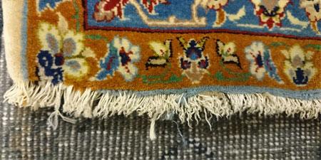 Restauración de flecos alfombra, colocación de flecos nuevos
